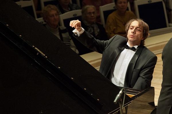 Мирослав Култышев (фортепиано)